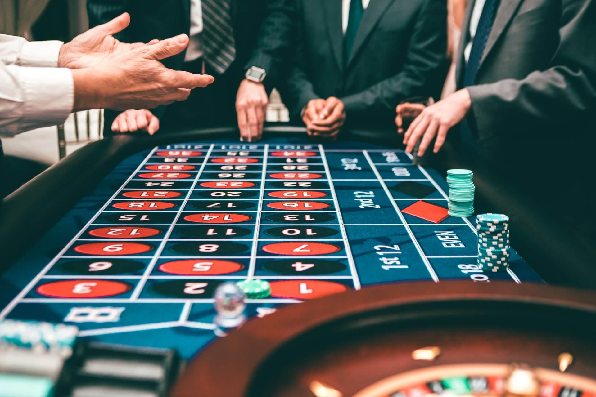 people-playing-poker